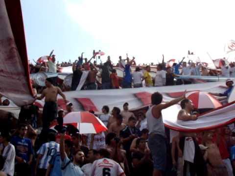 """""""En el Bajo con los cuervos III www.locosporelglobo.com.ar"""" Barra: La Banda de la Quema • Club: Huracán"""