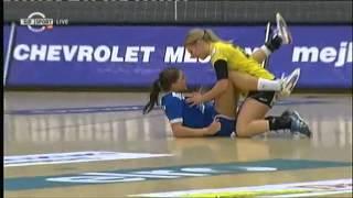 Смотреть онлайн Неловкий момент в женском спорте