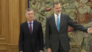 S.M. el Rey se reúne con el presidente saliente de Argentina, Mauricio Macri