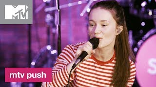 Sigrid Performs 'Raw' 🎶 | MTV Push