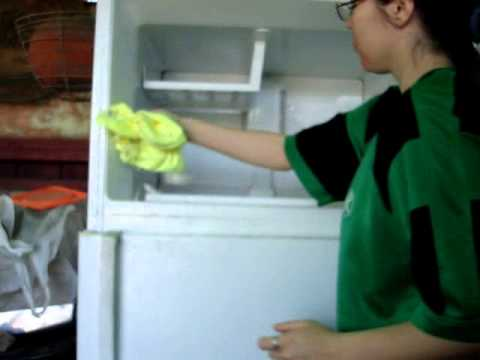 How to defrost your freezer WITH OUT unplugging it or having to move it NEW TRICK