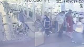 Пассажир метро погиб, пытаясь скатиться по перилам лестницы