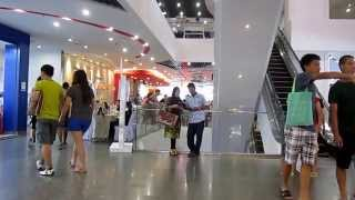 preview picture of video 'Chilling out at Lee Garden Plaza, Hatyai, Thailand'