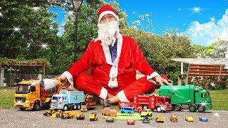 Ông Già Noel săn tìm xe ô tô đồ chơi trong công viên | Cars Toys for Christmas