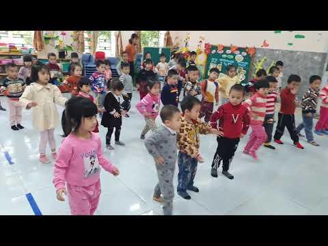 Giờ học thể dục của các bé lớp 4 tuổi A