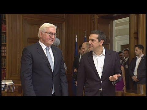 Ο πρωθυπουργός Αλ. Τσίπρας κατά τη συνάντησή του με τον Γερμανό Πρόεδρο Φ.Β. Σταινμάιερ