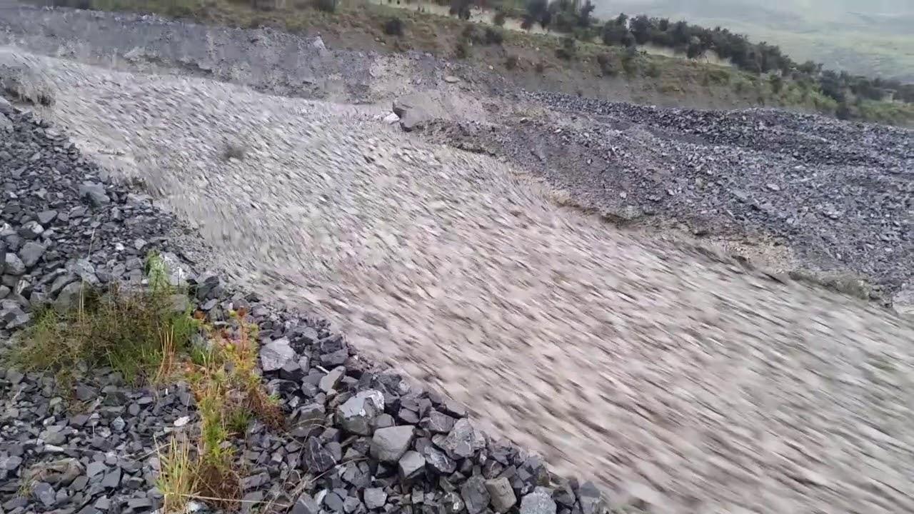 """Невероятное зрелище: В Новой Зеландии течет """"каменная"""" река"""
