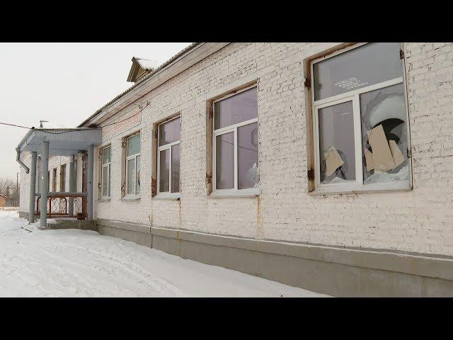 Разбили окна за плохие оценки