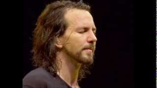 """Golden state"" Eddie Vedder and Natalie Maines (live)"