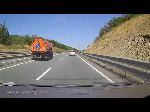 Водитель автомобиля Nissan Almera Tino не заметил грузовик