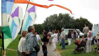 preview picture of video 'International Kite Festival at Outreau, France, June 27-28, 2009.'