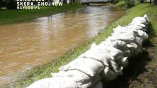preview picture of video 'Chojnów: stan alarmowy rzeka Skora - 8 sierpień 2010'