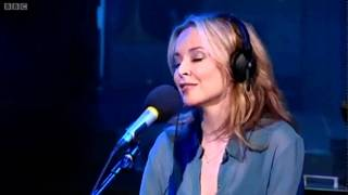 Kylie Minogue - Can´t Get You Out Of my Head (BBC Radio1 Live Lounge 29/09/2010)