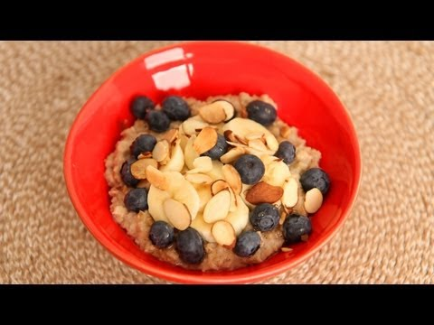 Laura's Favorite Quick Oatmeal Breakfast Recipe – Laura Vitale – Laura in the Kitchen Episode 520
