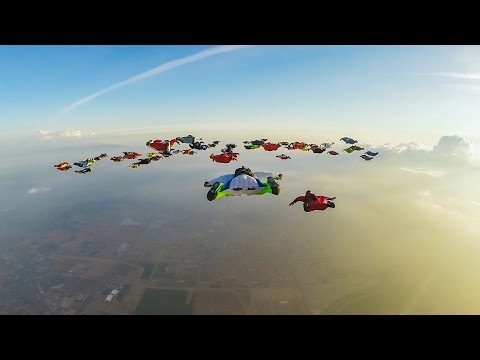 hqdefault - 61 personas con wingsuit volando en formación