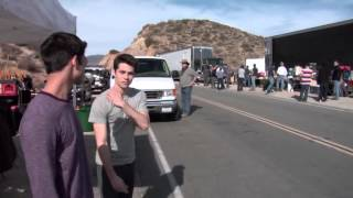 S3 - Dylan et Tyler lancent des pierres