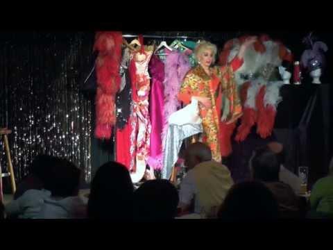 Chantal Gpunkt - Travestie und Verwandlungskunst aus München video preview