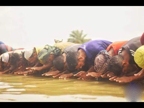 খুলনার কয়রায় পানিতে দাঁড়িয়ে ঈদের নামাজ আদায় করলেন মুসল্লিরা