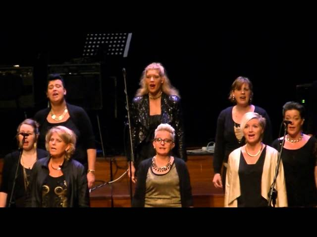 Song and Relation zingt True Colours tijdens BALK TOP Festival in Rotterdam