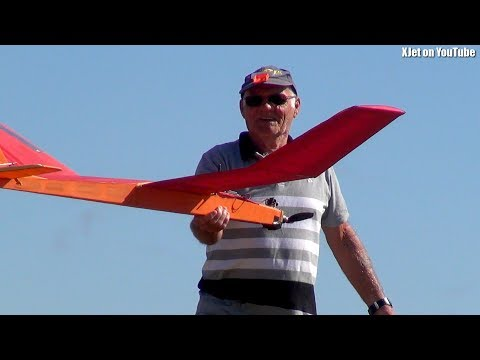 two-old-men-fly-rc-planes-in-new-zealand