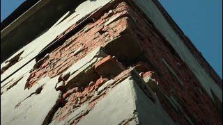 Розвалений гуртожиток у Безлюдівці тримає мешканців у страху