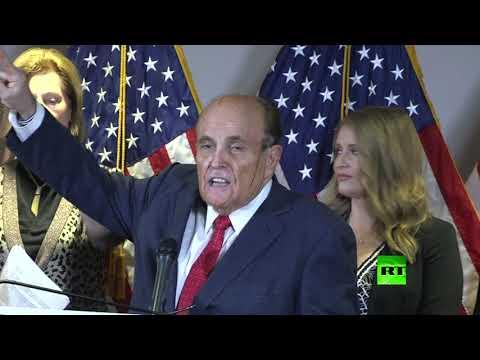 العرب اليوم - شاهد: مقطع فيديو يظهر انحلال صبغة شعر محامي ترامب جولياني أثناء كلمته حول نتائج الانتخابات
