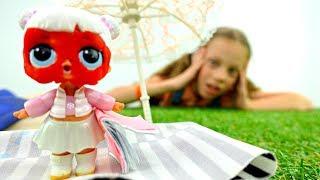 Куклы Лол загорают на пляже. Мультики для девочек