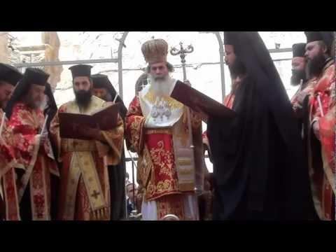 بطريرك القدس يغسل ارجل 12 كاهن يوم الخميس العظيم
