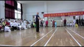 preview picture of video 'www.taijiqigong.de Taiji Bluedragon Stick Qingdao 2013 Laoshan Zentrum'