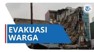 Video Detik-detik Petugas Damkar Evakuasi Warga yang Tertimpa Bangunan Ruko Slipi yang Ambruk