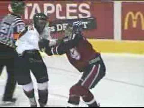 Wayne Simmonds vs Harry Young