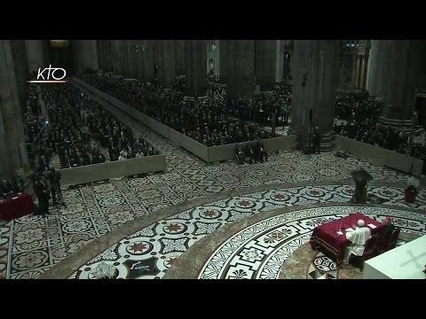 Le Pape François rencontre les prêtres et les religieux à Milan