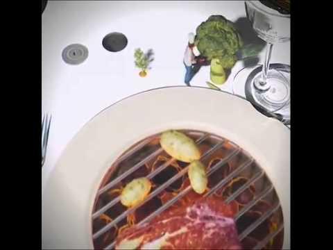 Le Petit Chef. Grande ologramma sul tavolo in un ristorante.