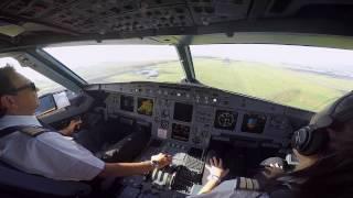 エアバスA320着陸コクピットビュー