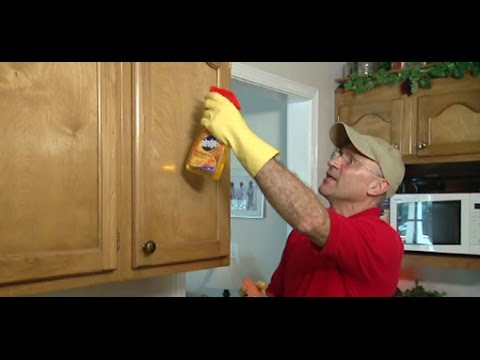 How to Use a Hot Sponge to Remove Grease from Kitchen Cabinets