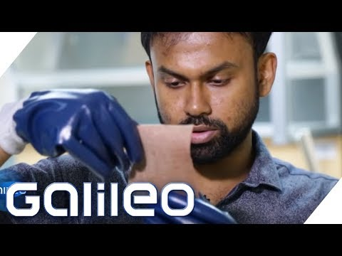 So widerstandsfähig ist der Gummihandschuh | Galileo | ProSieben