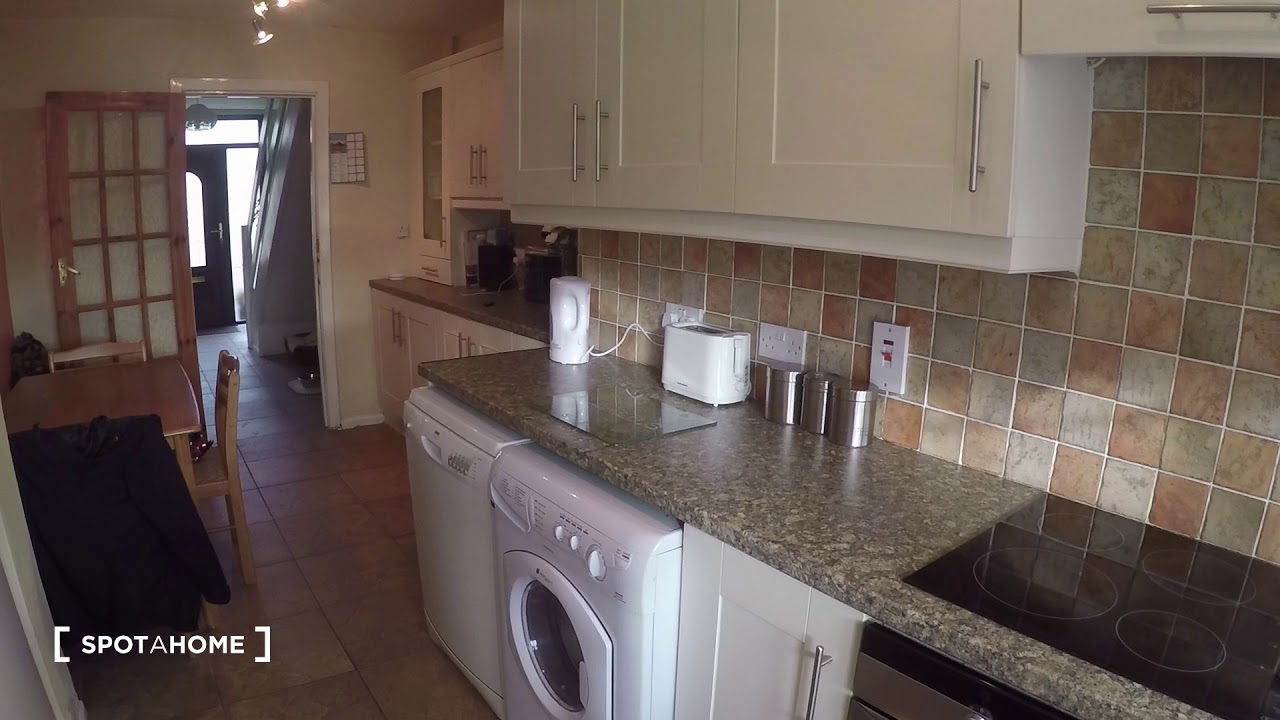 Double bed in Rooms for rent in a cozy 3-bedroom house in Tallaght
