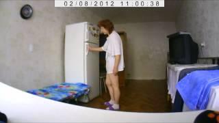 Смотреть онлайн Почему-то соседи по квартире воруют еду из холодильника