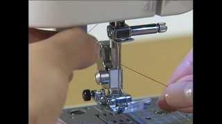 Смотреть онлайн Как заправить верхнюю нить в швейную машинку