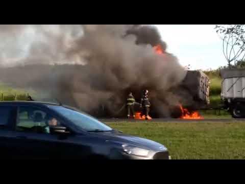 Caminhão da Constroeste pega fogo na Washington Luis
