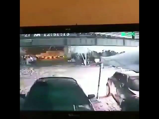 مقنعان يحرقان سيارتين أمام منزل في الكويت