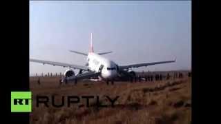 Турецкий самолет попал в аварию при посадке в Непале