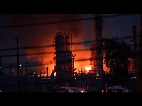Explosions, fire rock US oil refinery