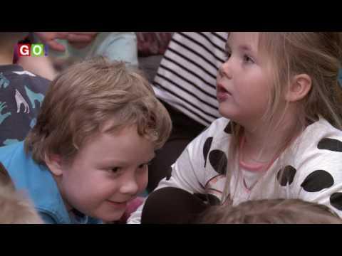 Lenie 't Hart leest voor bij obs Drieborg - RTV GO! Omroep Gemeente Oldambt