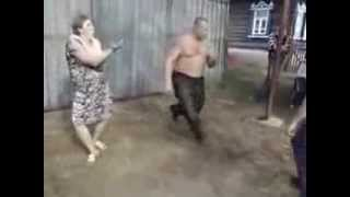 Смешное видео. Прикольные деревенские танцы.