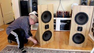 Papa baut und testet neue Lautsprecher - u.a. mit Billie Eilish, Cory Henry
