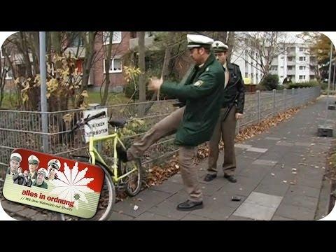 Fahrrad abstellen verboten - Polizist rastet aus | Alles In Ordnung