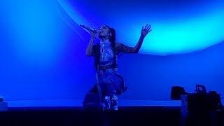 Ariana Grande - Love Me Harder + Breathin (Sweetener World Tour, Vancouver)