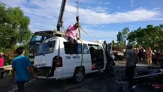 Cứu hộ vụ tai nạn giao thông xe đón dâu làm 13 người chết ở Quảng Nam