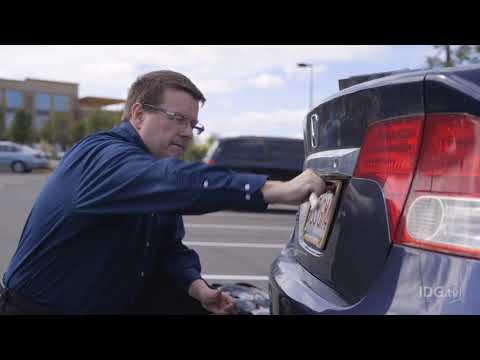 ¿Quieres poner una cámara de visión trasera a tu coche antiguo?